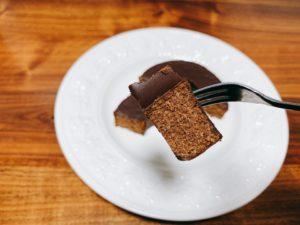 チョコ味のバウムクーヘンも甘さが控えめですが、生地の味もしっかりします。 チョコレートとバウムクーヘンの組み合わせが相性抜群です。 全体的に甘さ控えめで大人なスイーツに仕上がっていました。