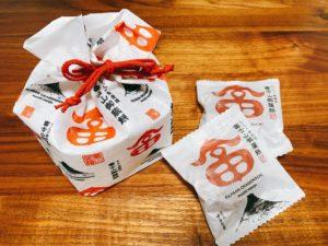 富士山御蔭餅は4個入税込750円、6個入1,080円、12個入2,000円。