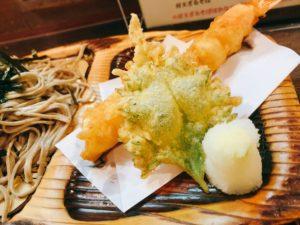 天ぷらは揚げたての熱々。 サクサクと食感も楽しめます。
