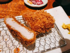 那須高原豚は、生産から販売まで一貫した流通体制の中で、こだわりの飼料を与えられて育てられることで、品質の高い豚肉と言われています。