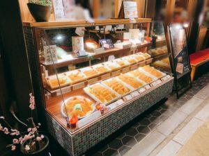 お弁当をテイクアウトでき、気軽にお店の味を味わうこともできます。