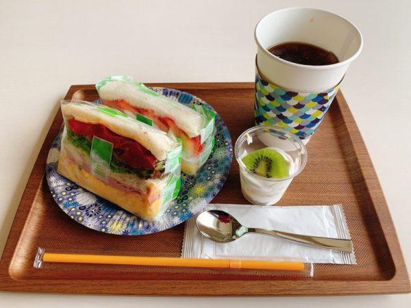 コウジ サンドウィッチ スズムラのサンドイッチを実食!ロースハムとたまご、いちごとカスタード、モーニングセット