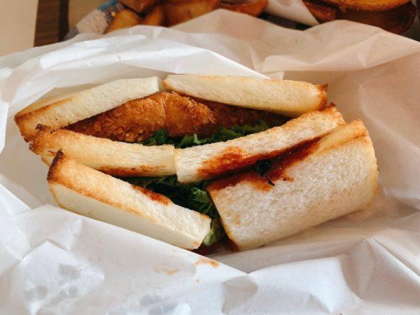 コウジ サンドウィッチ スズムラのサンドイッチを実食!BBQチーズチキンカツ。