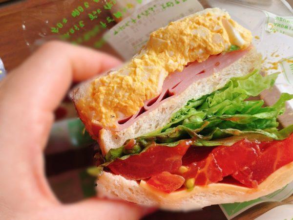 コウジ サンドウィッチ スズムラのサンドイッチを実食!ロースハムとたまご。